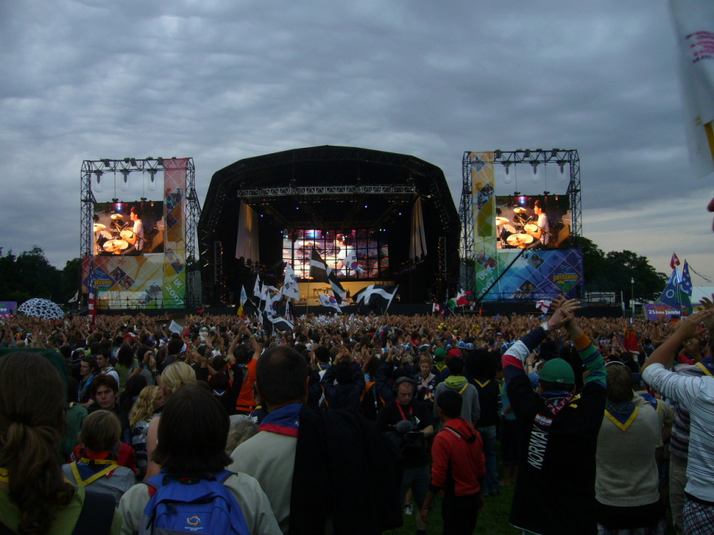 Rock_concert_after_the_opening_ceremony_of_the_21st_World_Scout_Jamboree_at_Hylands_Park,_Chelmsford,_Essex_-_20070728